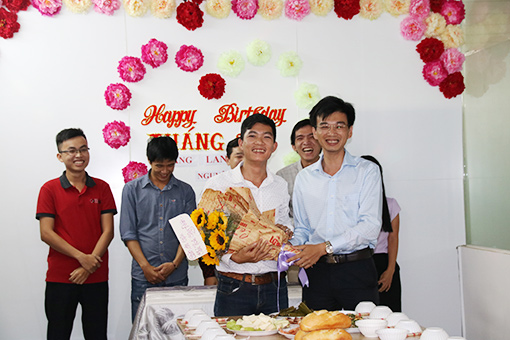 give flowers to former union president