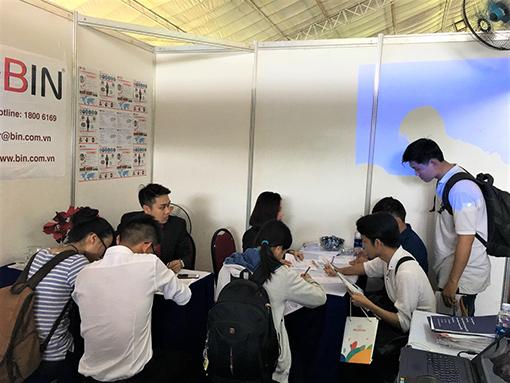 gian hàng Bin Holdings tại job fair 2017