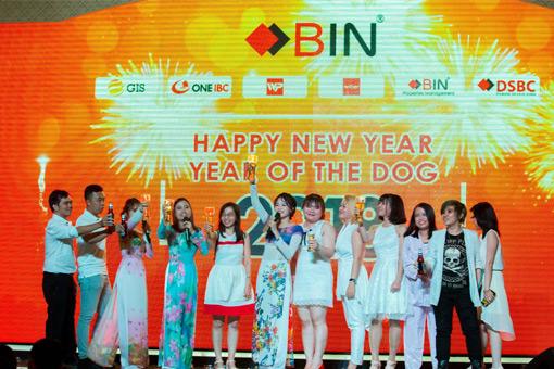 BIN Holdings-New year party-VISA-Singing